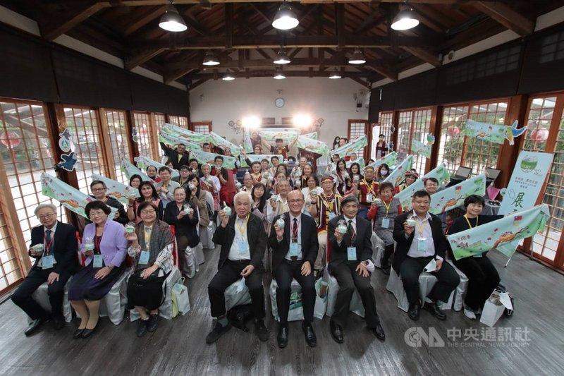 泰雅語和賽德克語今年列入全球維基百科語言列,教育部15日舉行發表會,分享兩種族語的維基百科網頁。(教育部提供)中央社記者許秩維傳真 110年4月15日