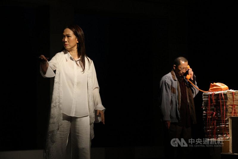 阮劇團舞台劇「十殿」全長5小時,以台灣5大奇案為原型作改編,探究信仰、道德、人性之間的眾多難題。整齣戲分為「奈何橋」與「輪迴道」,2部互有因果關係。(阮劇團提供)中央社 110年4月15日
