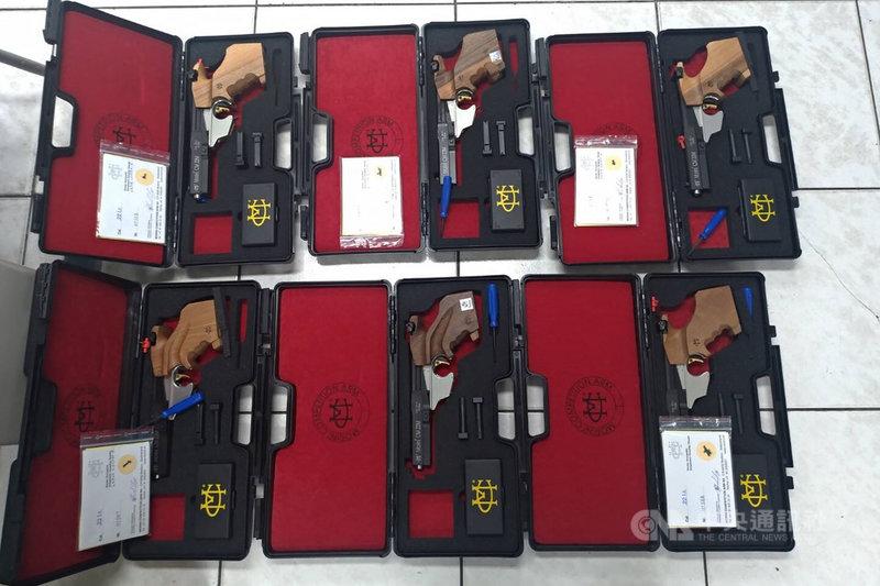 台北市議員王世堅日前直批北市成犯罪首都。台北市警察局15日表示,北市員警積極查緝槍械,民國109年獲警政署評比為六都之冠,且逾半數槍彈均在外縣市查獲,並非代表北市槍械犯罪惡化。(台北市警察局刑事警察大隊提供)中央社記者黃麗芸傳真 110年4月15日