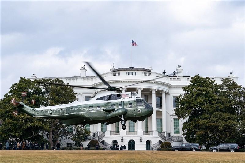 美國白宮15日宣布對俄羅斯祭出經濟制裁,並驅逐10名外交官,主因為報復俄羅斯干預美國大選、發動大規模網路攻擊等行為。(圖取自facebook.com/WhiteHouse)