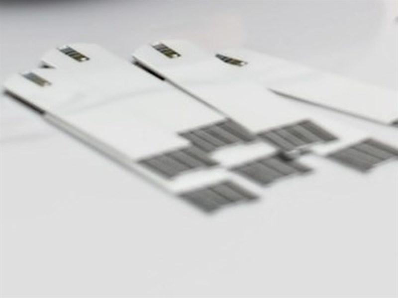 宜蘭一所專科學校何姓老師遭控要38名學生使用12根小型採血片(圖)互幫對方抽血,質疑為何讓學生重複使用針頭,校方致歉,說何女已停止授課配合調查。(圖取自Pixabay圖庫)