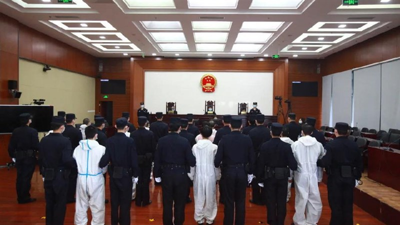 中國北京市海淀區人民法院16日對兩起西班牙跨境電信詐騙案宣判,46名台籍嫌犯最重被判處有期徒刑13年,並處罰金。(圖取自京法網事微博網頁weibo.com)