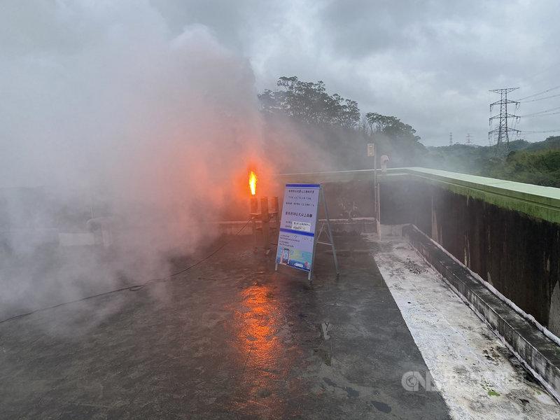 經濟部水利署北區水資源局配合氣候條件,17日上午在新竹縣寶山第二水庫實施放增雨焰劑,盼增加降雨,為水庫帶來更多進帳。(北水局提供)中央社記者魯鋼駿傳真 110年4月17日
