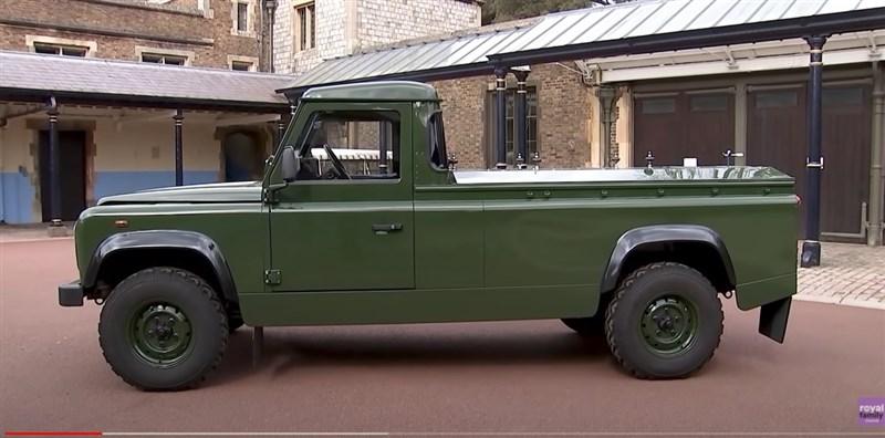 菲立普親王的棺木將由特別訂製的Land Rover座車運載,這輛車由他本人親自參與設計,費時16年完成。(圖取自英國王室YouTube頻道網頁youtube.com)