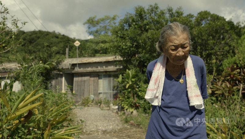 導演黃胤毓在紀錄片「綠色牢籠」中,拍下台灣阿嬤橋間良子88歲至92歲過世前的4年時光,從她的口述歷史中回顧戰前沖繩「西表礦坑」幾乎被遺忘的台灣移民史。(希望行銷提供)中央社記者王心妤傳真 110年4月17日