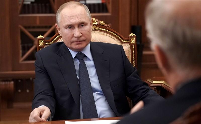 俄羅斯16日指出,將以牙還牙回應美國的制裁措施,除驅逐美國外交官,還將制裁美國官員。圖為俄羅斯總統蒲亭。(圖取自twitter.com/KremlinRussia_E)