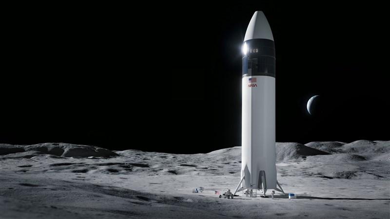 美國國家航空暨太空總署16日宣布,已決定與企業鉅子馬斯克的太空探索科技公司(SpaceX)簽下29億美元(新台幣819億元)合約,委託打造重返月球的載人太空船。(圖取自twitter.com/SpaceX)