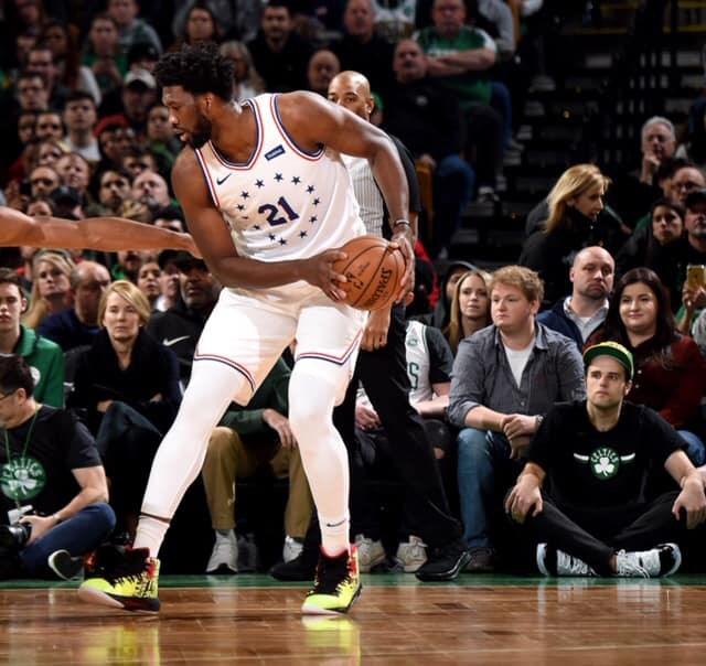 美國職籃NBA費城76人中鋒恩比德(中)16日對戰洛杉磯快艇獨得36分,成為自2006年來首名連3場轟下逾35分的76人球員。(圖取自facebook.com/JoelEmbiid)