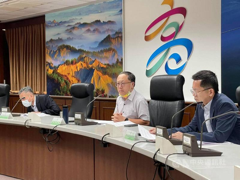 高雄市副市長史哲(右2)18日在臉書發文指出,上週主持第16次港市合作平台會議,與台灣港務公司協調並解決港市發展相關議題。(高雄市政府提供)中央社記者王淑芬傳真  110年4月18日