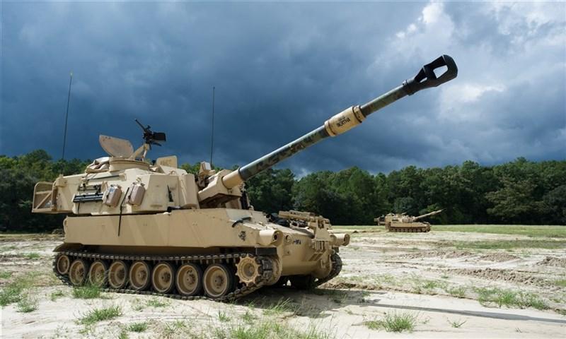 傳美國總統拜登政府將首次對台軍售,項目為M109A6(Paladin)帕拉丁型自走砲(圖)。(圖取自美軍網頁army.mil)