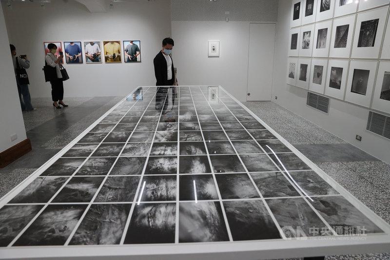 國家攝影文化中心台北館19日舉辦開館典禮,20日正式對外開放。國家攝影文化中心以多元、複數的文化觀點,建構台灣攝影與影像藝術發展脈絡,至今已收藏超過1萬1000件以上的攝影作品及檔案。中央社記者鄭傑文攝  110年4月19日