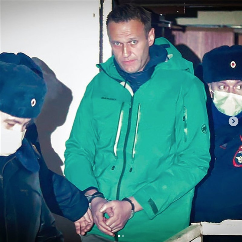俄羅斯莫斯科法院9日稱反對派領袖納瓦尼(中)所屬政治組織是「極端主義」並禁止該組織在國內運作,讓處境艱困的反對派在9月國會選舉前遭受進一步打擊。(圖取自facebook.com/navalny)
