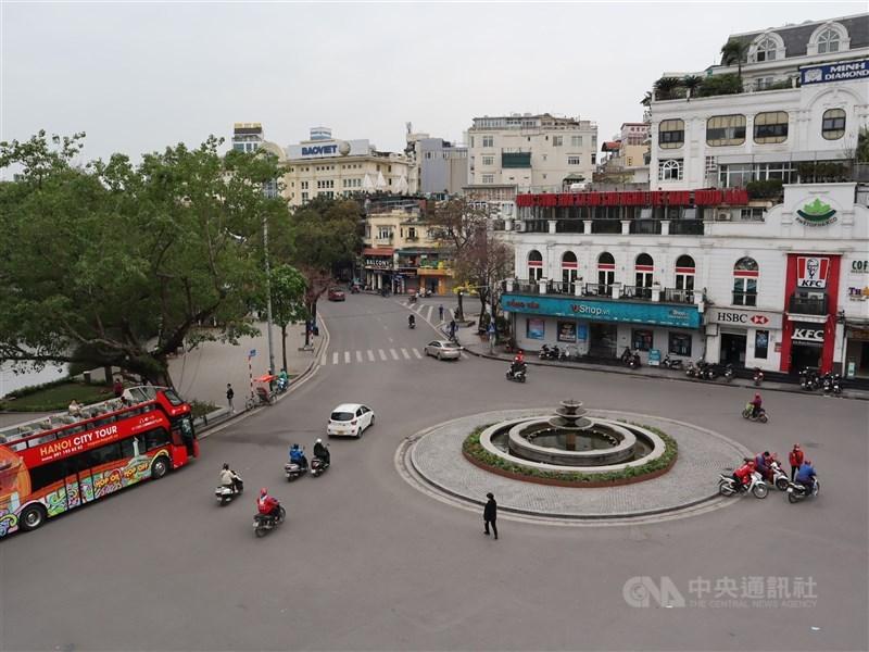 富邦越南ETF 19日掛牌價量齊漲,買盤湧入推動股價大漲18.22%。圖為越南首都河內街頭。(中央社檔案照片)