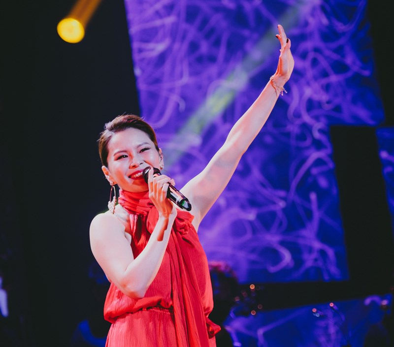 台灣歌手周蕙17日在新加坡舉行演唱會,成為疫情下首批在獅城開唱的海外藝人,她說,這是「難忘的夜晚」。(IMC Live Global提供)中央社記者侯姿瑩新加坡傳真 110年4月19日