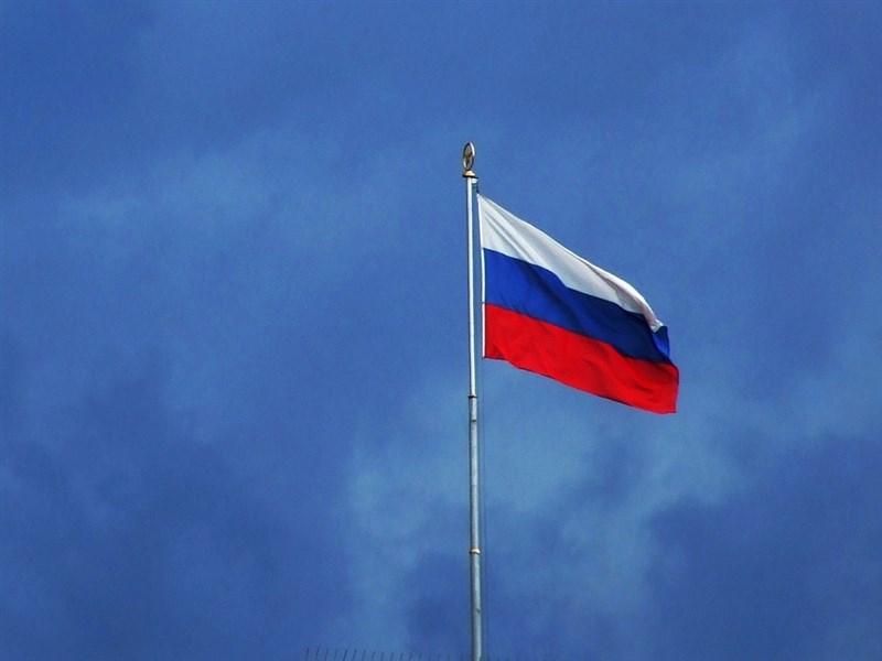 俄羅斯駐美國大使安托諾夫表示,華府要求24名俄國外交官在簽證到期後於9月3日前離境,使得兩國的緊張關係升高。圖為俄羅斯國旗。(圖取自Pixabay圖庫)