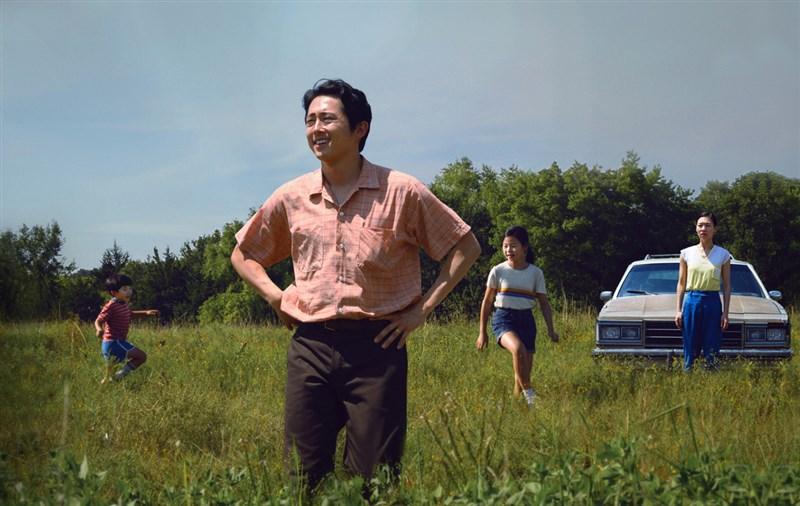 夢想之地以韓裔移民追逐美國夢的故事打動各大影展,獲2021年奧斯卡金像獎最佳影片等6項提名。(傳影互動提供)