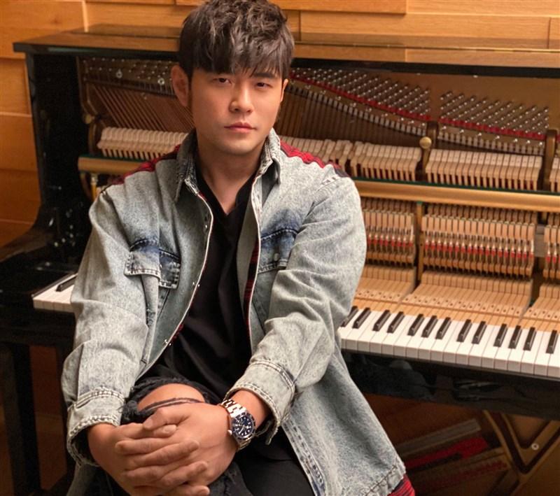 國際拍賣公司蘇富比19日晚間在臉書宣布將與台灣歌手周杰倫合作,成為華語歌壇第一人。(圖取自facebook.com/jay)