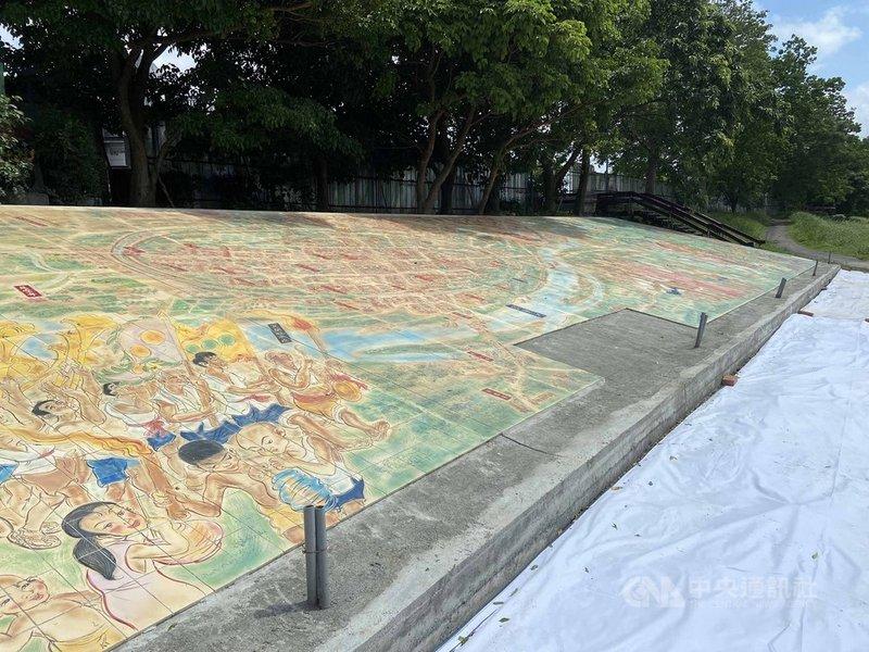 宜蘭縣政府與美術學者陳世強和合作,以一年時間用6510片燒陶片,在宜蘭河畔拼出長30公尺、寬6公尺的「宜蘭清明上河圖」壁畫,希望藉由創作手法呈現歷史記憶,讓當地的宜蘭河濱公園兼具防汛及文史導覽功能。(宜蘭縣政府提供)中央社記者沈如峰宜蘭傳真 110年4月21日
