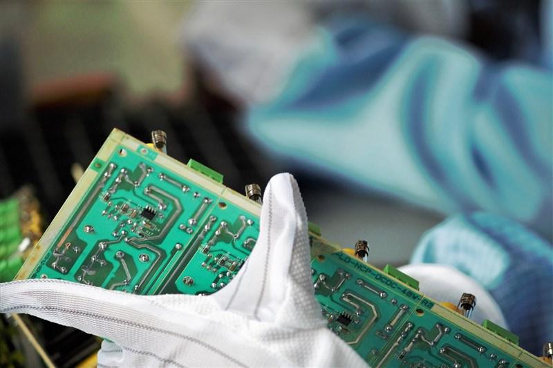 美國商務部長雷蒙多說,美國因為缺乏半導體生產能力而面臨國家安全「危機」。(示意圖/圖取自Pixabay圖庫)