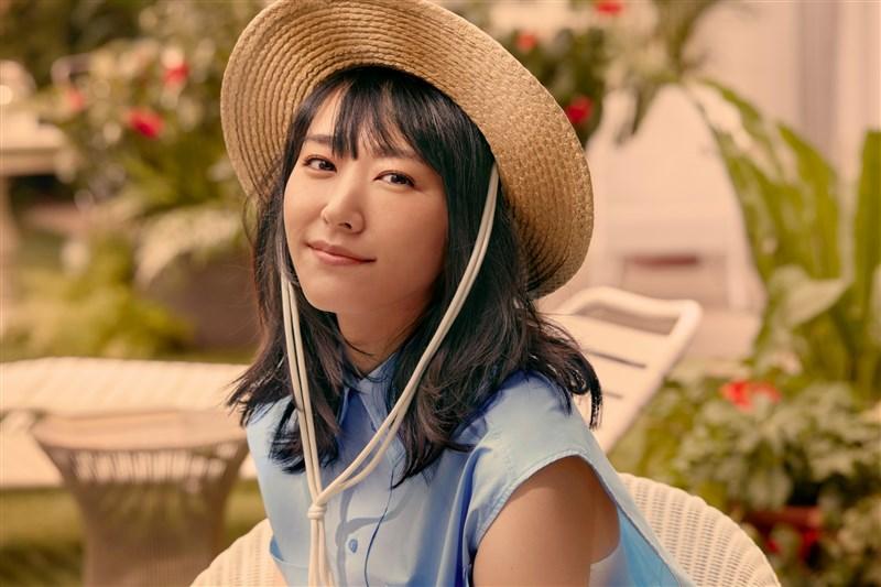 H&M日本官網20日宣布女星新垣結衣將為其代言後,消息傳到中國大陸,引發粉絲「要老婆還是要新疆」的複雜情緒。(圖取自facebook.com/japanhm)