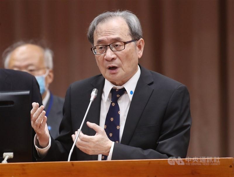 原能會主委謝曉星21日表示,對日本政府決議2年後將福島核廢水稀釋後排入海中,「除遺憾也表達反對」,他說明各國也會排放核廢水,但福島核災和日常排放不能等量齊觀。中央社記者張皓安攝 110年4月21日