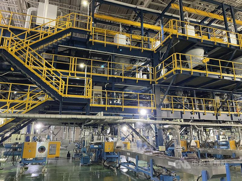 台化新港廠複合材料生產暨研發中心今年2月成立,22日首度在媒體前曝光。中央社記者蔡芃敏攝 110年4月22日