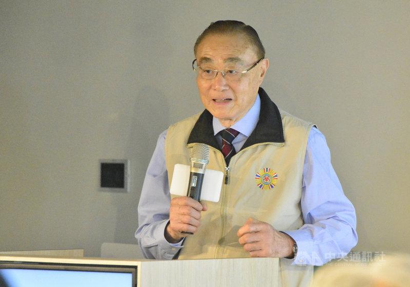 國軍退除役官兵輔導委員會主委馮世寬22日出席「台灣綠色數位轉型論壇」開幕,會後受訪表示,對目前「勇鷹號」評測,除高興之外也信心大增,「它們一定是沒有問題的」。中央社記者黃旭昇新北市攝  110年4月22日
