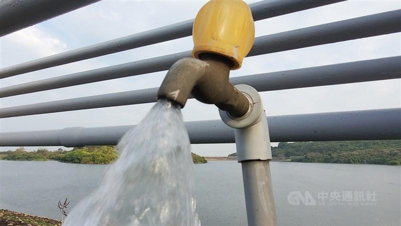 旱象難解,政府啟動抗旱2.0措施初步見成效,經濟部長王美花22日表示,原本預計每天增加16.8萬噸水源,現在大幅增加為52萬噸。(中央社檔案照片)