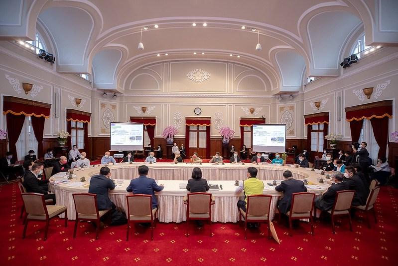 總統蔡英文22日與環團代表會面,總統表示溝通不是一直堅持自己立場,溝通是互相、互動雙向,甚至多向。(圖取自總統府網頁president.gov.tw)