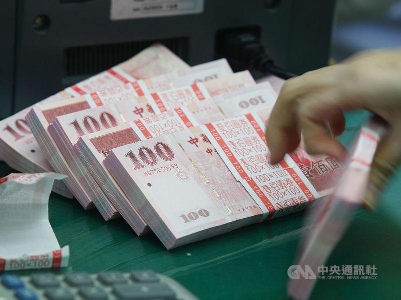 行政院長蘇貞昌表示,去年中央政府總決算歲入歲出賸餘新台幣1295億元,連續4年歲入歲出有賸餘。(中央社檔案照片)