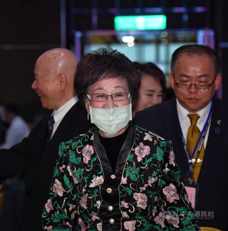 前副總統呂秀蓮23日晚間在台北出席新興民族文教基金會舉辦的「和平行愛 歲月靜好」活動前受訪,針對藻礁議題發表看法。中央社記者王飛華攝 110年4月23日