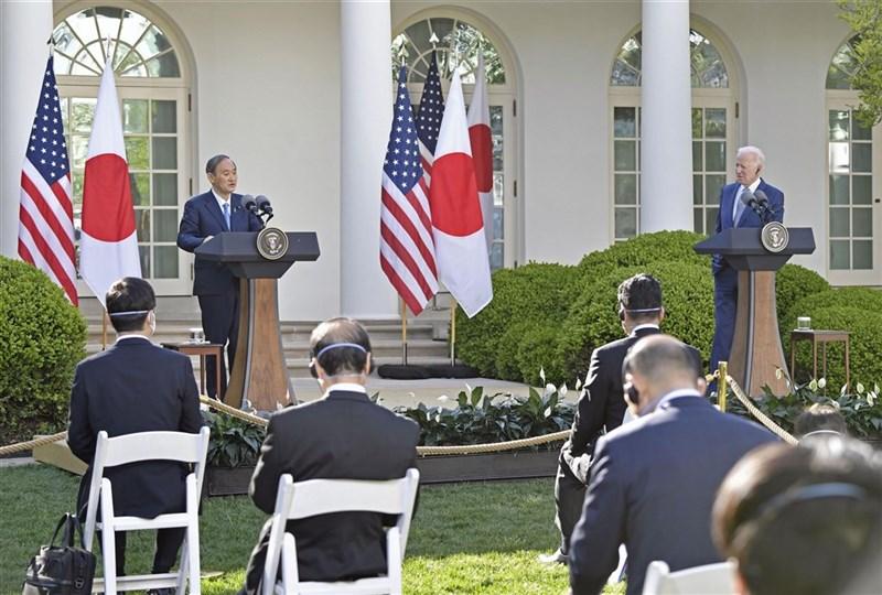 美國總統拜登與日本首相菅義偉上週在華府召開峰會,兩國將投資研發、測試、布建安全網路與先進資通技術。(共同社)