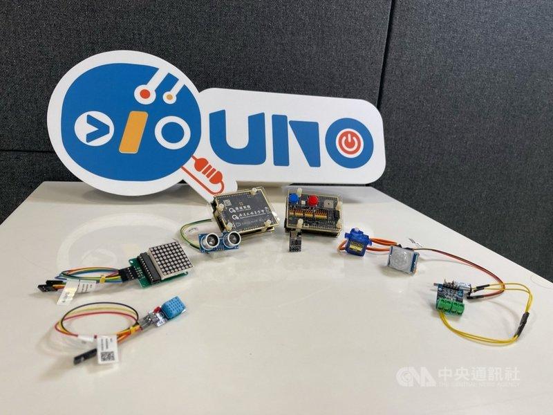 廣達文教基金會23日舉行記者會,展示廣達研發的Quno 、Qblock軟硬體教具及學生創意成果。中央社記者吳家豪攝  110年4月23日