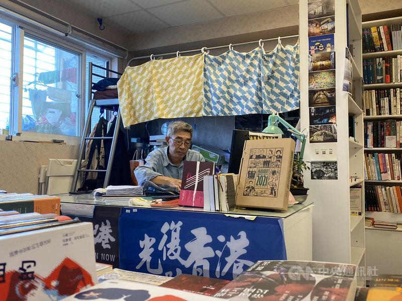 來台重新開幕的銅鑼灣書店,將在本月25日屆滿一週年。中央社記者賴言曦攝 110年4月23日
