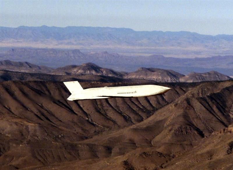 台灣爭取購買空軍AGM-158遠距攻陸飛彈(圖),針對美方是否有意出售,美國國務院發言人普萊斯22日低調避談。(圖取自維基共享資源網頁,版權屬公有領域)