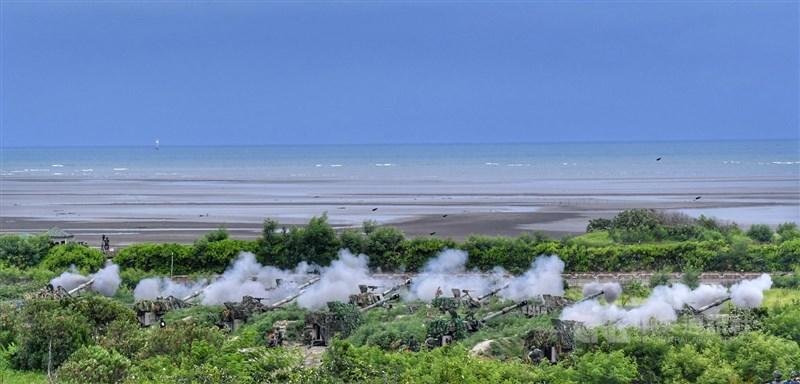 華爾街日報22日報導,中共解放軍在台灣周邊動作頻頻,引發美國關切之際,台灣抵禦共軍進犯的能力備受關注。圖為2020年漢光演習「三軍聯合反登陸作戰」操演。(中央社檔案照片)