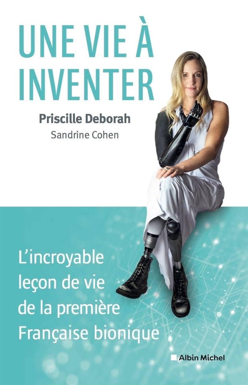 黛博拉因憂鬱症輕生導致雙腳與右臂截肢,2年前成為法國首位裝上仿生義肢的病患。她近日出書分享與憂鬱症、殘疾奮鬥的心路歷程。(圖取自twitter.com/PriscillDeborah)