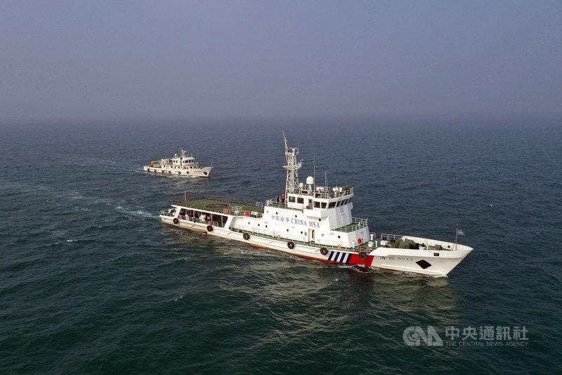 在中日官員就釣魚台議題交火時,中國海警船25日進入釣魚台海域巡航。圖為2020年山東煙台海警局的船艦。(中新社提供)中央社  110年4月25日
