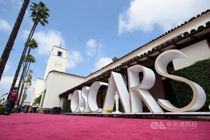 第93屆奧斯卡金像獎在防疫考量下,首度在洛杉磯市中心的聯合車站(Union Station)舉行,紅毯規格縮減。(美國影藝學院提供)中央社記者林宏翰洛杉磯傳真 110年4月26日
