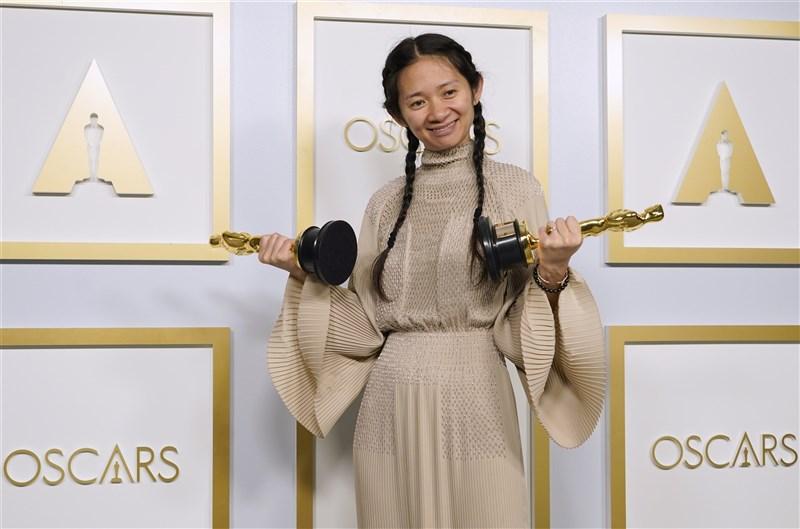 華裔導演趙婷在奧斯卡拿下多項大獎引起全球關注,中國卻對此噤聲。(美聯社)