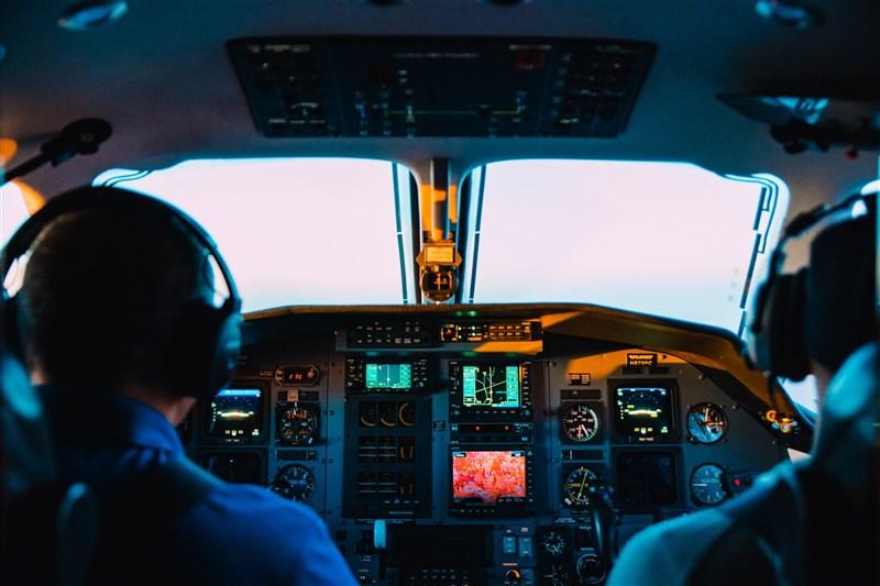 華航機組員染疫案擴大,25日再增2名貨機機師確診。(示意圖/圖取自Unsplash圖庫)