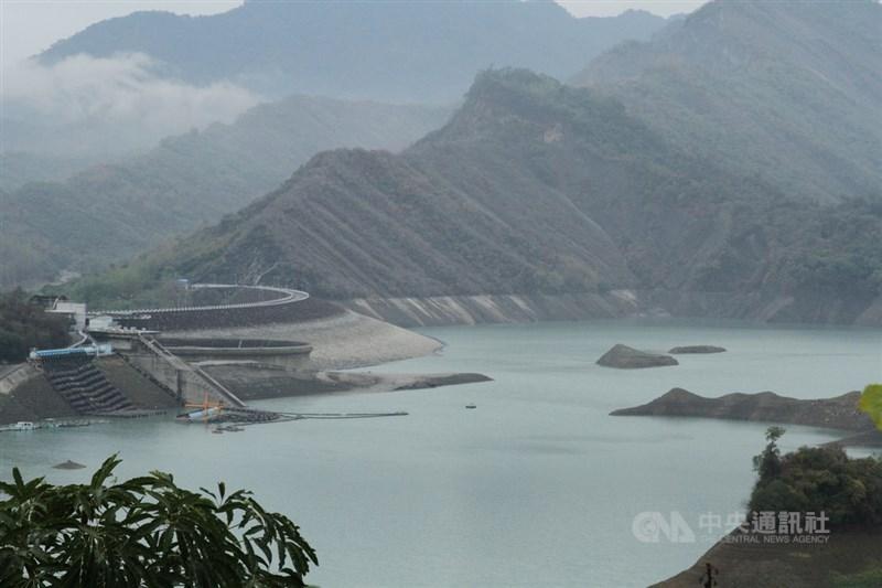 水利署副署長王藝峰說,27日雨有下對地方,石門水庫、寶山與寶二水庫、日月潭及霧社水庫、南化水庫都有進帳。圖為南化水庫。(中央社檔案照片)