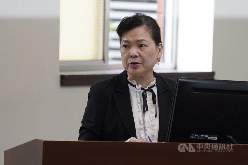 歐盟有意以巨額補貼,邀請英特爾、台積電和三星設廠。經濟部長王美花(圖)28日表示,台積電是否去設廠或合作,還是從台積電的全球布局跟商業策略考量,不過台積電曾提過先進的製程仍會以台灣為主要基地。中央社記者徐肇昌攝  110年4月28日