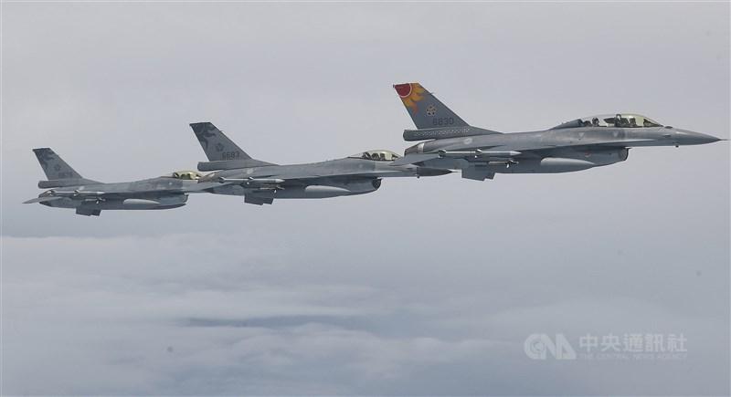 美國國防部宣布授予洛馬1.38億美元的修改合約,將為台灣F-16機隊提供AGM-88反輻射飛彈。圖為F-16戰機。(中央社檔案照片)