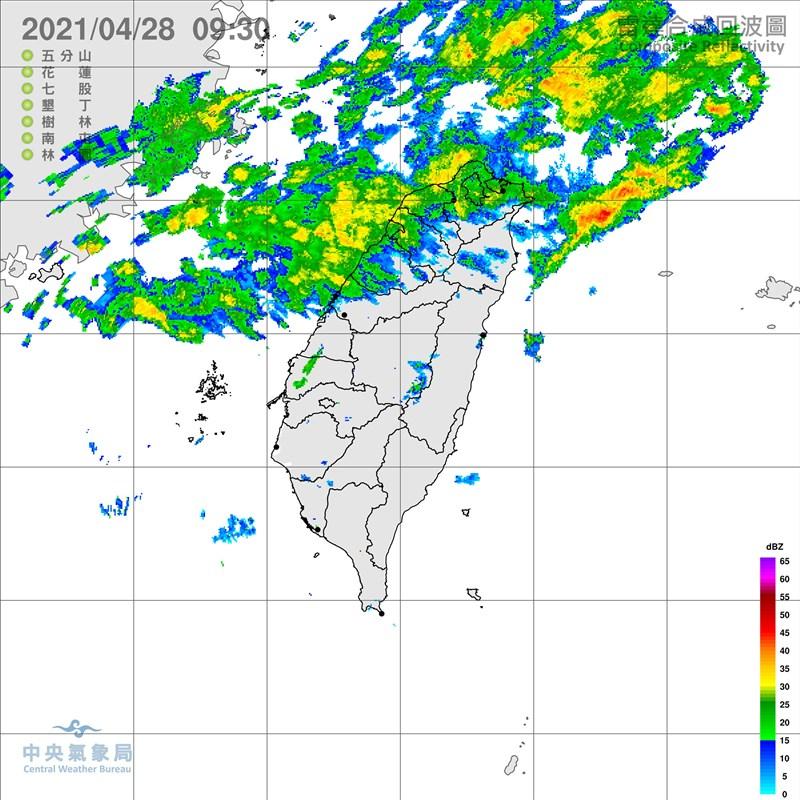 氣象局表示,28日白天鋒面接近,中部以北及東半部地區都有降雨機會,南部地區午後在山區也會有降雨情形出現。圖為上午9時30分的雷達回波圖。(圖取自中央氣象局網頁cwb.gov.tw)