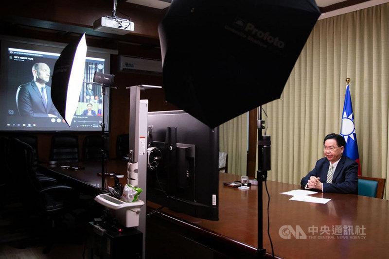 外交部指出,吳釗燮28日接受英國Sky News電視台視訊專訪,說明台灣因應中國軍事威脅、兩岸關係現況及台英關係等議題。(外交部提供)中央社記者游凱翔傳真 110年4月29日