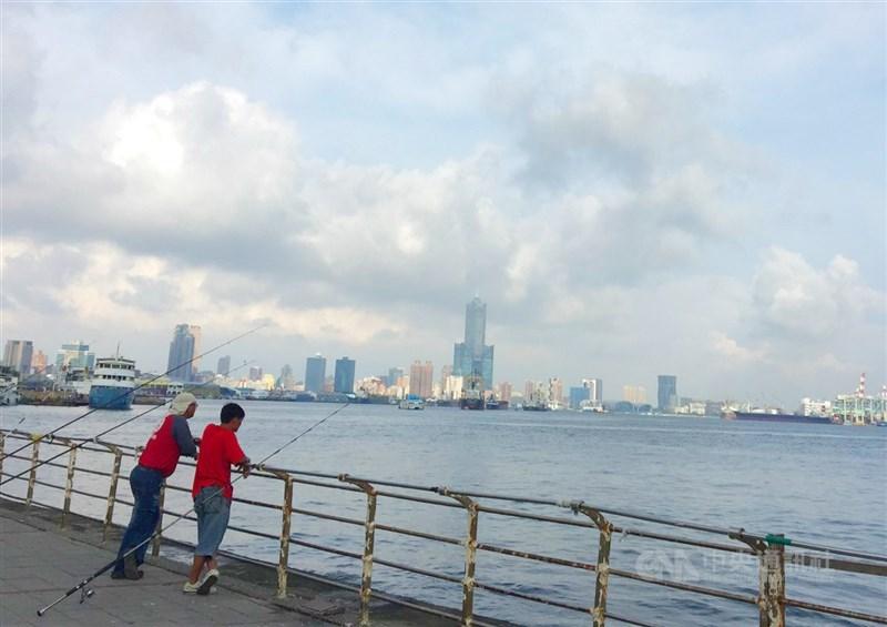 中央氣象局表示,30日各地恢復多雲到晴,中南部高溫31、32度,較為悶熱。(中央社檔案照片)