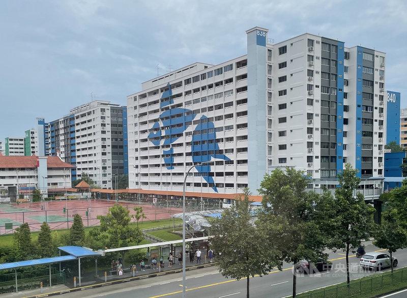 「組屋」是新加坡的公共住宅,遍佈各地,由一棟棟整齊一致的高樓形成一個社區,圖為新加坡北部一處組屋。攝於4月22日。中央社記者侯姿瑩新加坡攝 110年5月2日