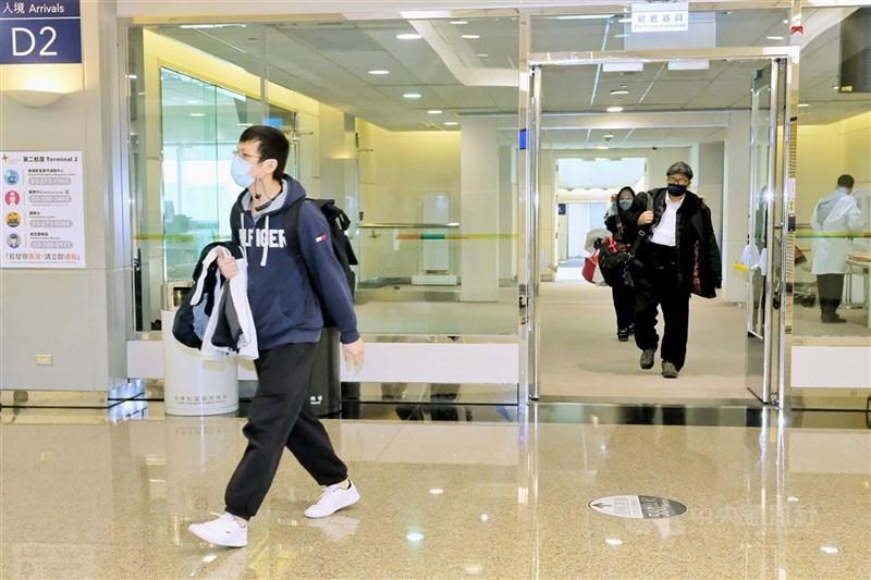指揮中心公布,4日起入境台灣的旅客若14天內有印度旅遊史,須送集中檢疫所完成14天檢疫。圖為桃園機場。(中央社檔案照片)
