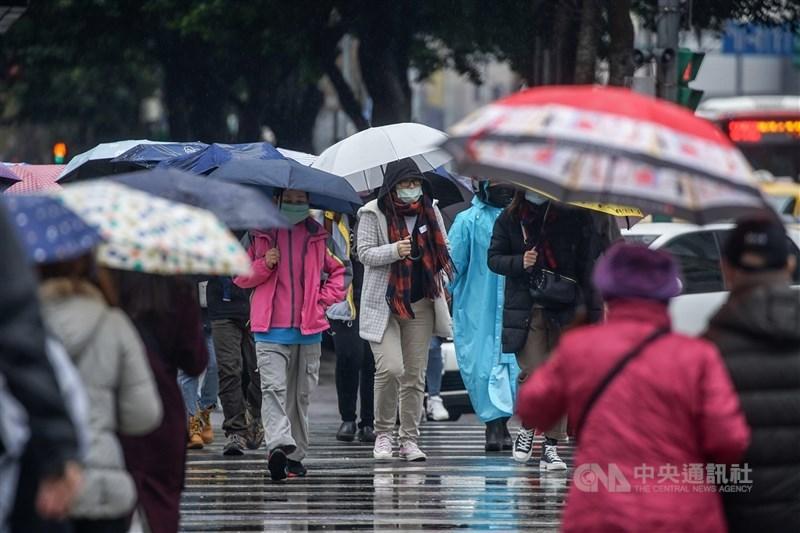 中央氣象局2日表示,5日會有鋒面通過,北部、東半部及中南部山區白天有局部短暫雨,預估8、9日另一波鋒面影響北部及東半部。(中央社檔案照片)